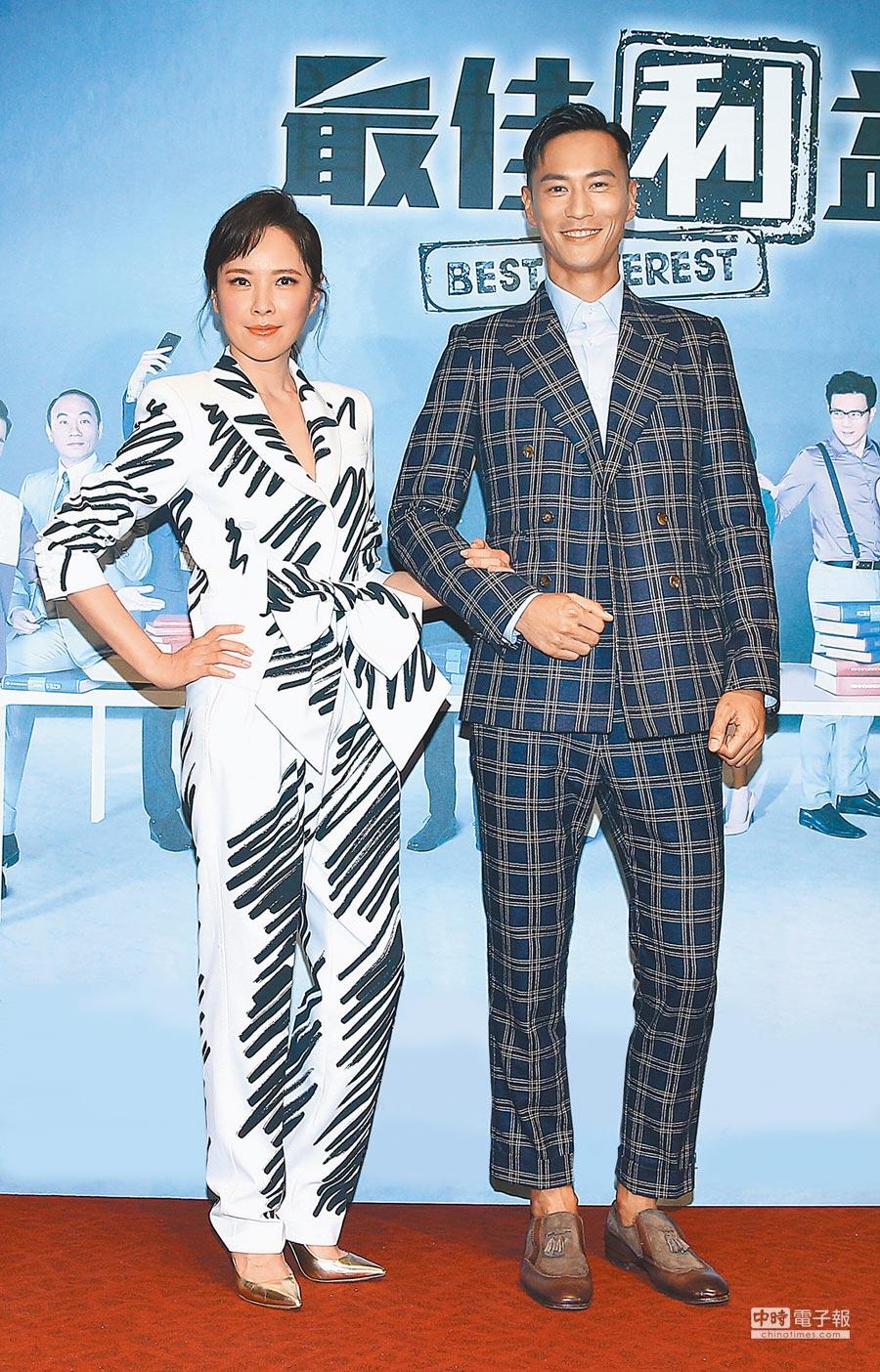 天心(左)昨一身俐落裝扮,與男主角鍾承翰為新戲造勢。(粘耿豪攝)